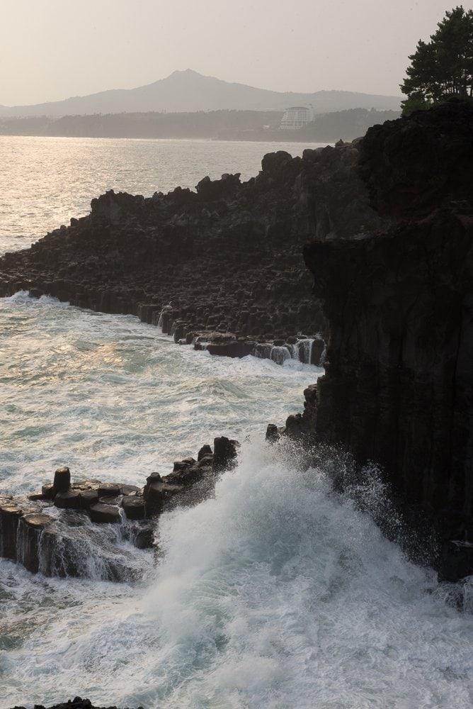 Jusanjeolli-Cliff-waves